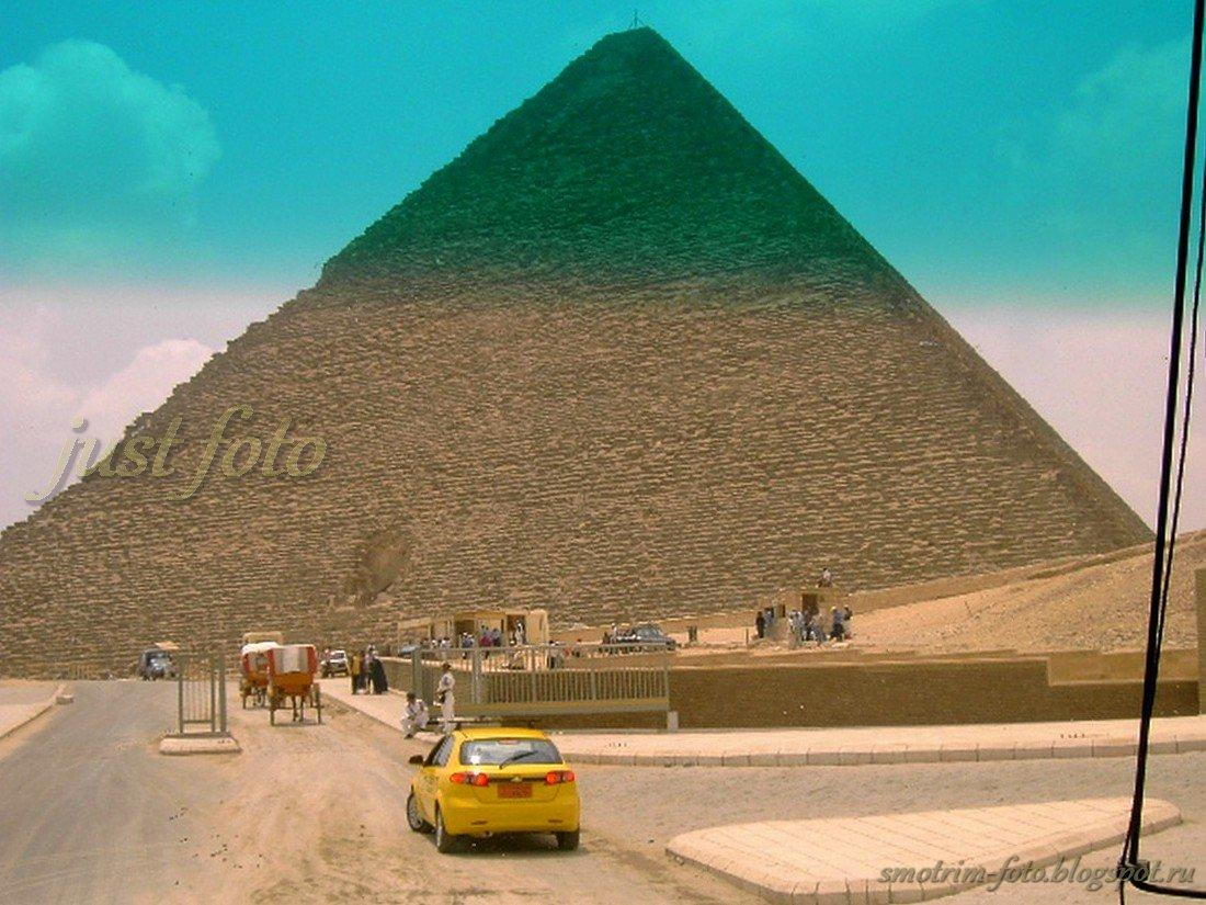 Подъезжаем - пирамида Хеопса