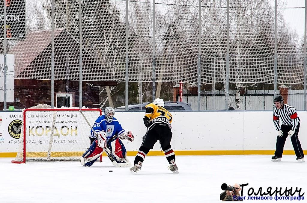 А хоккейный матч все еще продолжается