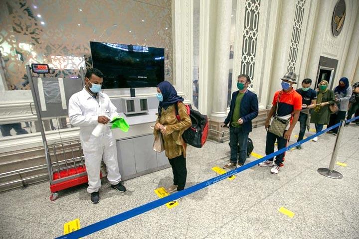 المدير الجهوي للصحة : اخضاع جميع العاملين بمطار قرطاج للتحاليل المخبرية !