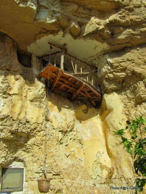 Монахи отшельники. Вади Кельт. Экскурсия Монастыри Иудейской пустыни. Ги в Израиле Светлана Фиалкова.