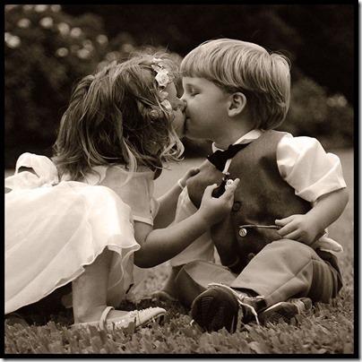 niños besandose (2)