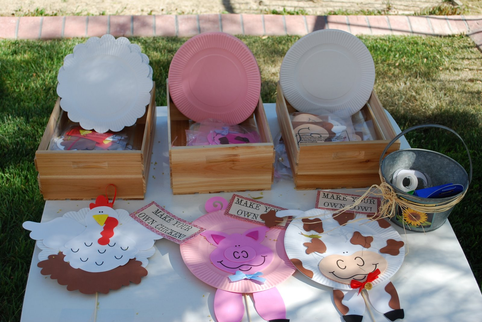 Kids parties farm barnyard party ideas design dazzle for Craft ideas for birthday parties