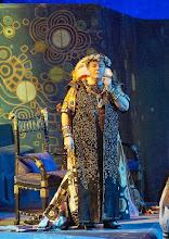 Photo: SALOME (Wiener Staatsoper, 7.12.2015).  Lise Herwig Pecoraro (Herodes). Foto: Wiener Staatsoper/ Michael Pöhn