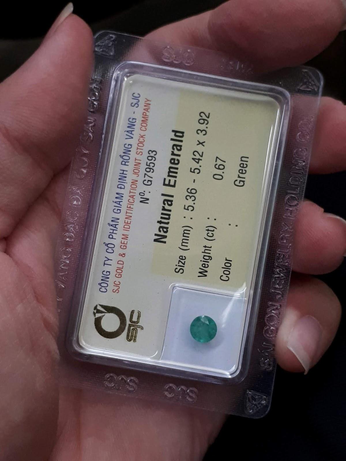 Đá Emerald Ngọc Lục Bảo thiên nhiên 0,67cts đã kiểm định SJC Rồng Vàng