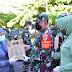 Peringati Hari Ibu ke-92, Danrem Merauke Brigjen TNI Bangun Nawoko Berikan Tali Asih Kepada Pedagang Keliling