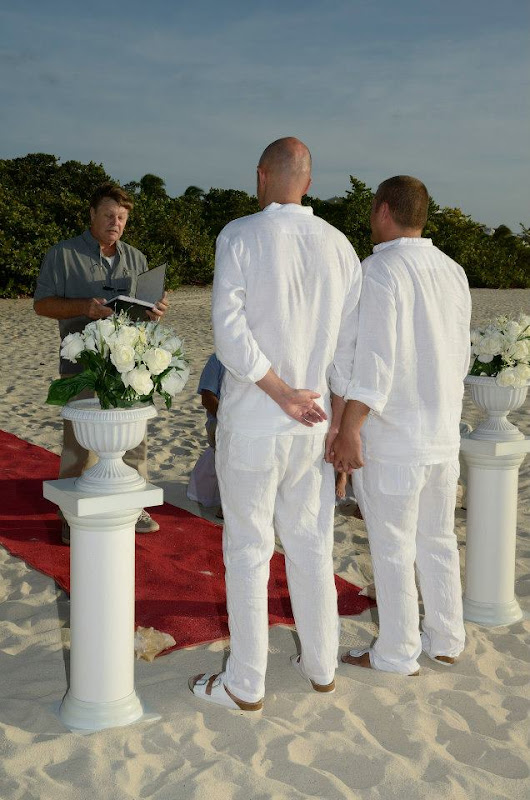 Gay Wedding Gallery - 394505_4076451823290_52627381_n.jpg