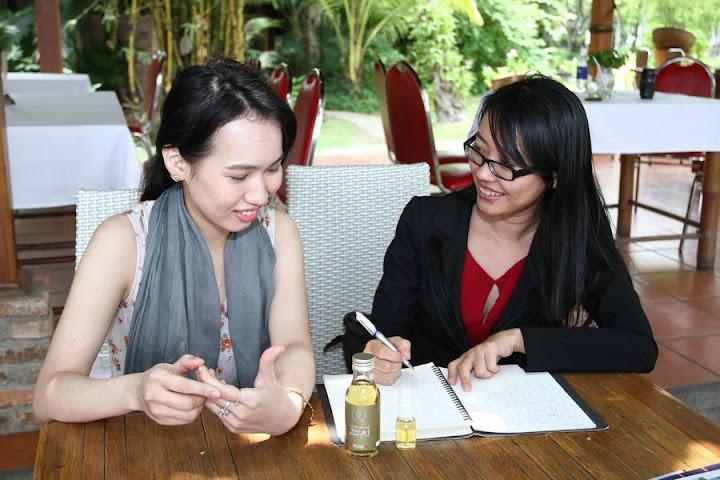 Nguyễn Huỳnh Nam trong một dịp làm việc với đối tác