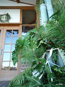 新年明けましておめでとう御座います。2011年の門松です。