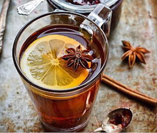 segelas teh dengan irisan jeruk