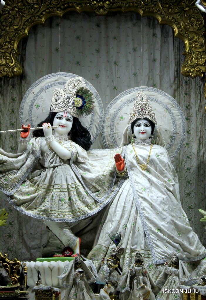 ISKCON Juhu Mangal Deity Darshan on 21st Oct 2016 (21)