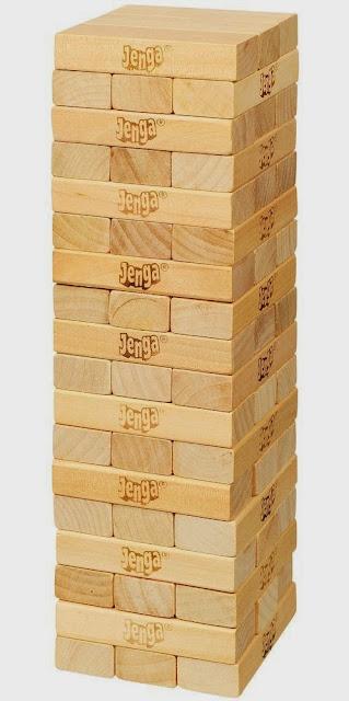 Xếp các khối gỗ thành hình tháp