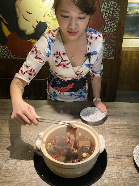 日本老京都風格、日本頂級A5和牛、活體海鮮食材、專人桌邊服務~超寬廣舒服用餐空間,2樓全包廂設計,適合聚餐的好地方