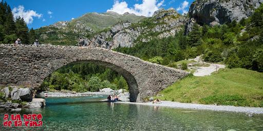 Puente medieval de Bujaruelo.©aunpasodelacima