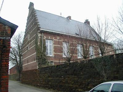 1621, Rotselaar. Via deur in de tipgevel is de graanzolder toegankelijk (en kan rechtstreeks van op straat worden getakeld).