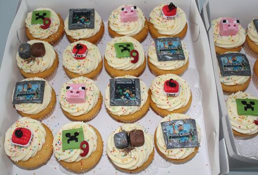 850- Minecraft cupcakes.JPG