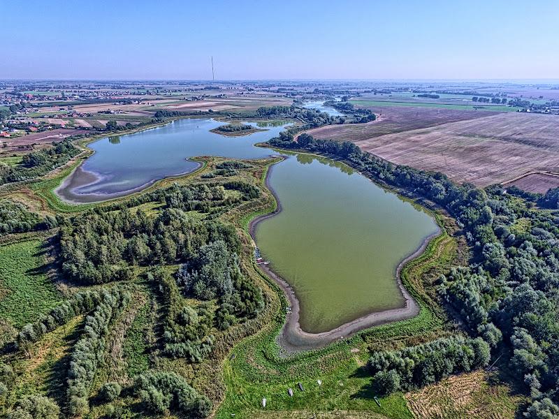 wynajem drona zdjęcia z lotu ptaka z drona jezioro Kusowskie w Kusowie koło Borówna pod Bydgoszczą w technice HDR z lotu ptaka