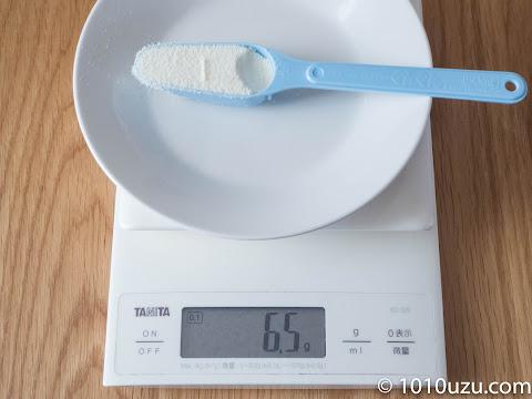ぐんぐんの50 mlスプーンにはいはいの粉ミルクを6.5g入れてみた