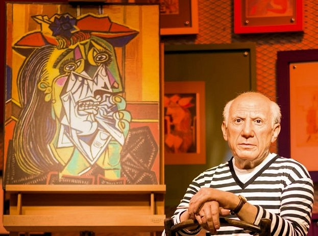 [Pablo+Picasso+with+Cubist+painting%5B6%5D]