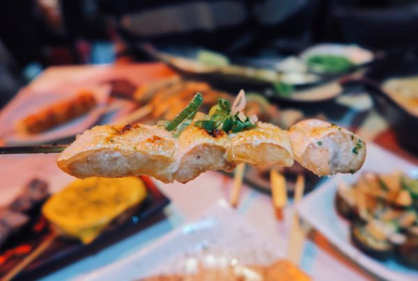 燒鳥串道∥免服務費柴魚拌飯湯泡飯吃到飽,特色串燒深夜美食又一發∥ – 小資上班族的下班提案