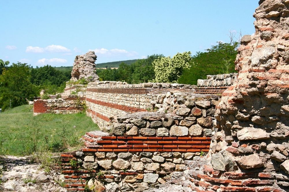 hisarya-walls-8