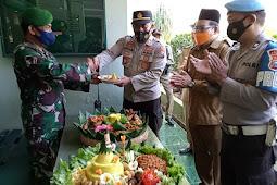 Tiga Pilar Purwosari Laksanakan Apel Vaksinasi Covid19 dan Potong Tumpeng Dalam Rangka HUT TNI Ke - 76