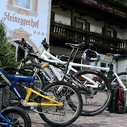 Bikeständer vor Hotel_2.JPG