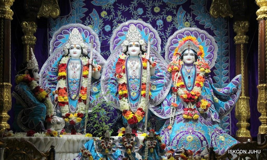 ISKCON Juhu Sringar Deity Darshan 17 Aug 2016 (22)