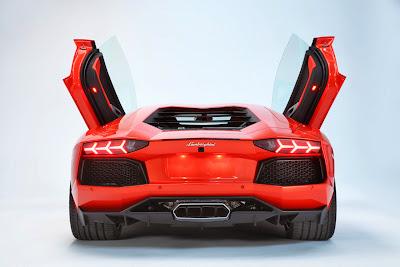 Phía sau mô hình Lamborghini aventador LP700-4