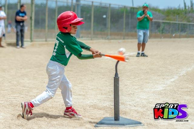 Juni 28, 2015. Baseball Kids 5-6 aña. Hurricans vs White Shark. 2-1. - basball%2BHurricanes%2Bvs%2BWhite%2BShark%2B2-1-56.jpg
