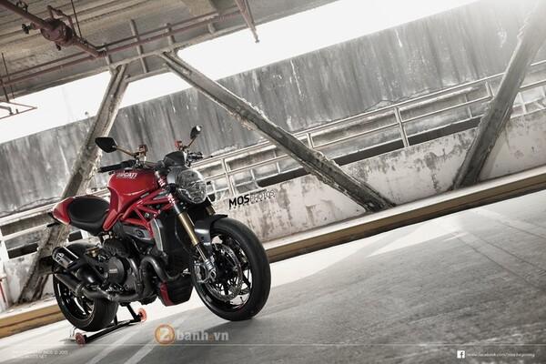 Ducati còn được trang bị nhẹ thêm các món đồ chơi hàng hiệu