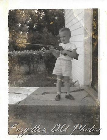 Boy with gun Dl ant