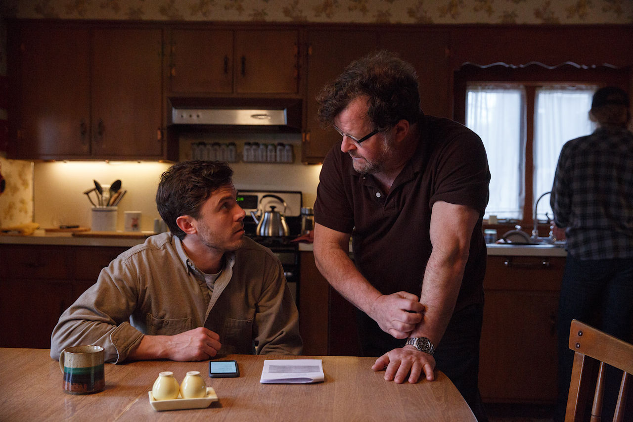 Casey Affleck and Kenneth Lonergan on the set of MANCHESTER BY THE SEA. (Photo by Claire Folger / courtesy of Amazon Studios and Roadside Attractions)