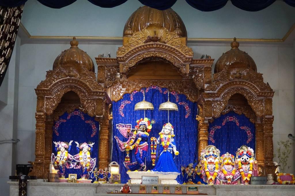 ISKCON Noida Deity Darshan 03 Feb 2016 (6)