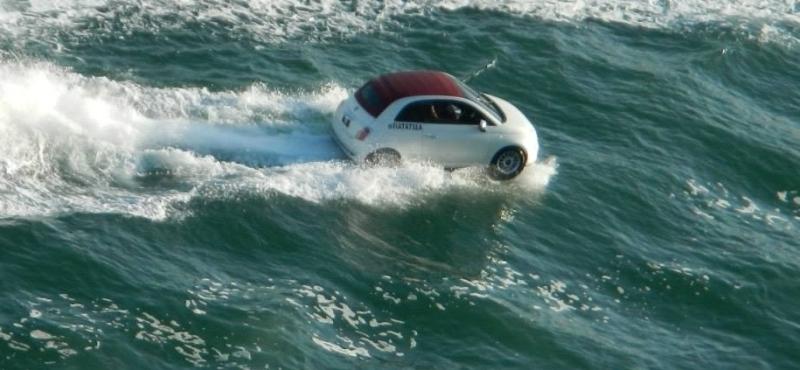 Pływające samochody - kliknij, aby przeczytać (zdjęcie - Krzysztof Janik)