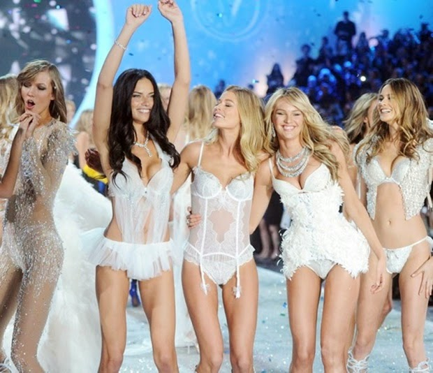 Những gái hai con nóng bỏng mắt của Victoria's Secret
