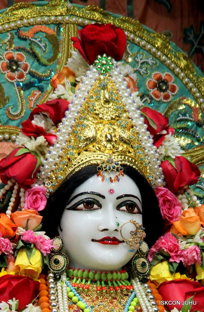 ISKCON Juhu Sringar Deity Darshan on 21st Oct 2016 (39)