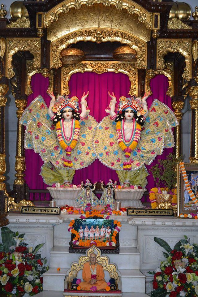 ISKCON Ujjain Deity Darshan 1 April 2016 (14)