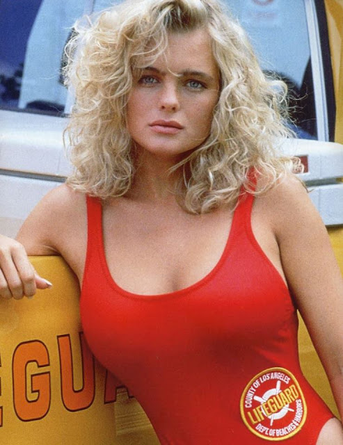 Erika Eleniak Profile pictures, Dp Images, Display pics collection for whatsapp, Facebook, Instagram, Pinterest, Hi5.