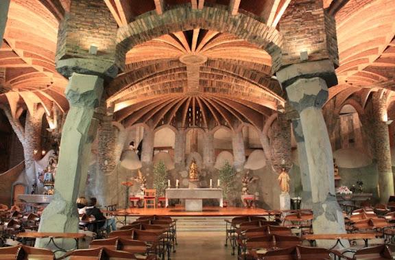 OK Cripta Gaudí interior.jpg