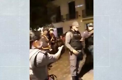 Policial é presa por se recusar a passar do horário de trabalho para amamentar o filho