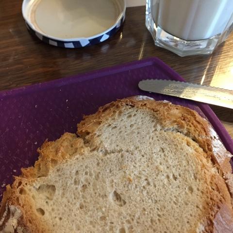 Brot aus dunklem Weizenmehl