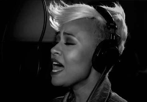 Emeli Sandé, cantando