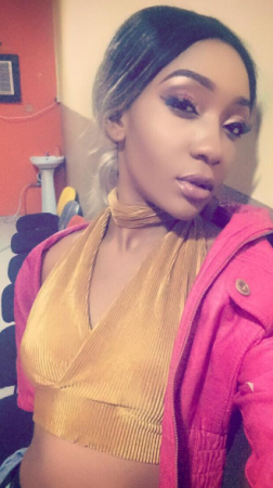Lady Blast Uber Driver After He Allegedly Tried To Forcefully Have Se*xual Relations With Her