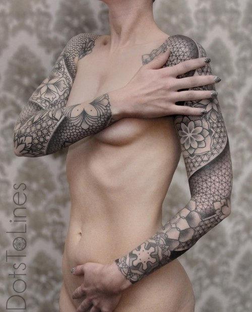 estes_geometricamente_agradvel_luva_cheia_de_tatuagens