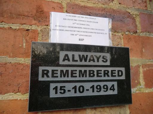 CIMG6006 Memorial, Cowden station