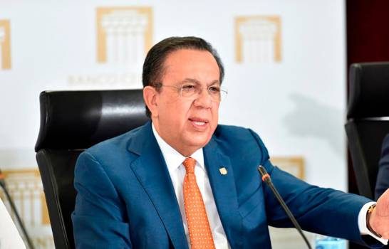 Valdez Albizu le responde a Leonel Fernández sobre supuesta manipulación estadística