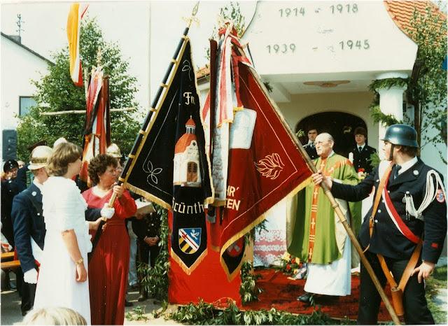 1981FfGruenthal100 - 1981FF100KFahnen2.jpg