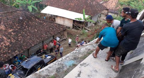 Mobil Patroli Polsek Gedangsari Jatuh ke Jurang, 3 Anggota Polisi Terluka