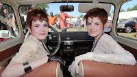 Foto Unik Peserta Kontes Kembar Identik 2014 di Prancis