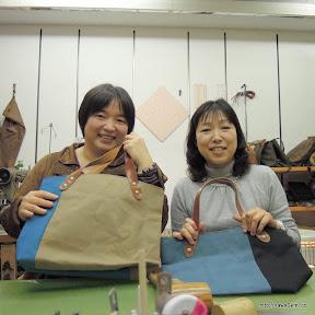 帆布のバッグを作成されました。左の方はフレンチのレストランをされているそうです。→紹介サイト http://goo.gl/Fckgo
